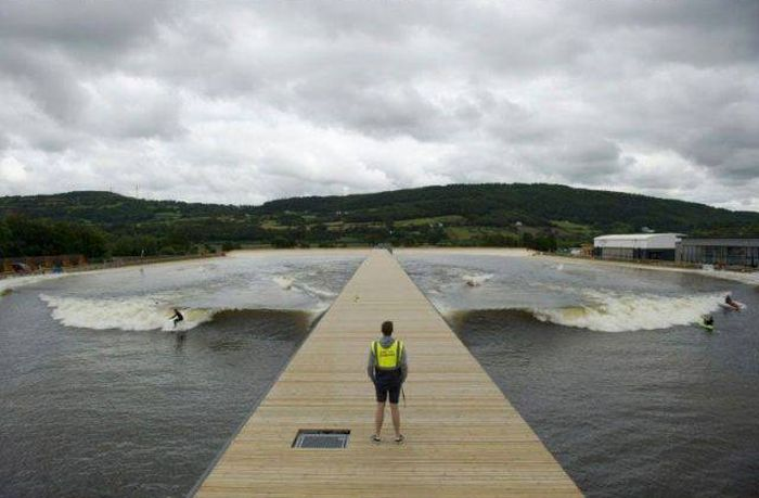 Giant Surfing Pool In Wales Creates Artificial Waves (6 pics)