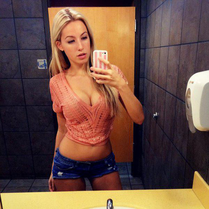 Everybody Loves Sexy Ladies In Tight Shorts (32 pics)