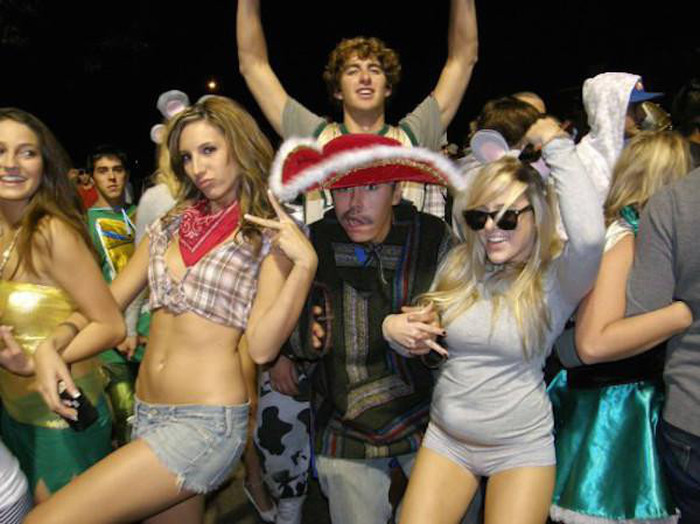 These Are The Top 20 Party Schools In The United States Of America (20 pics)