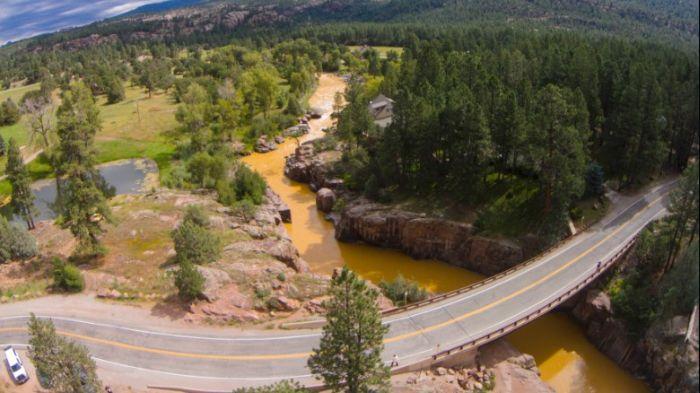 The Animas River Is Running Orange (9 pics)