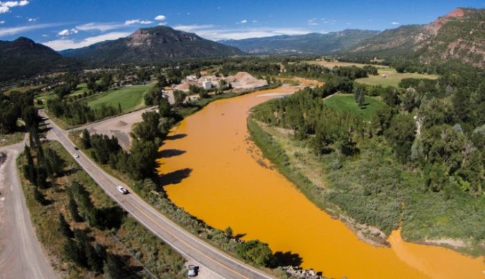 The Animas River Is Running Orange (9 pics)