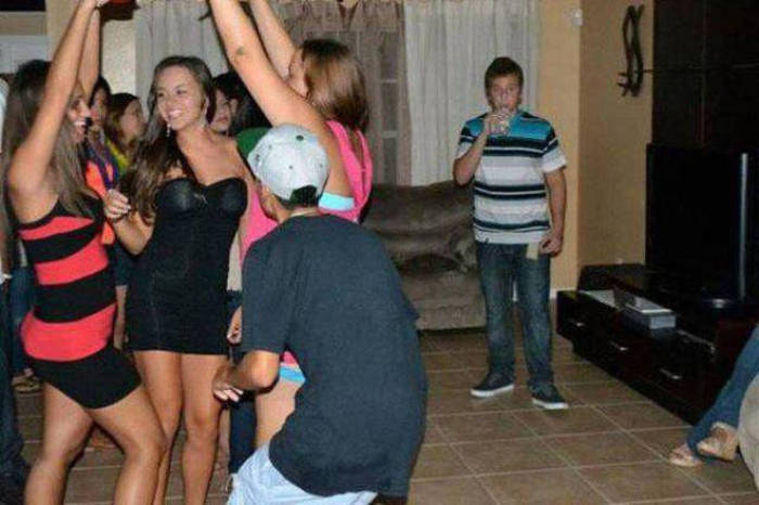 There's Nothing Easy About Being Forever Alone (47 pics)