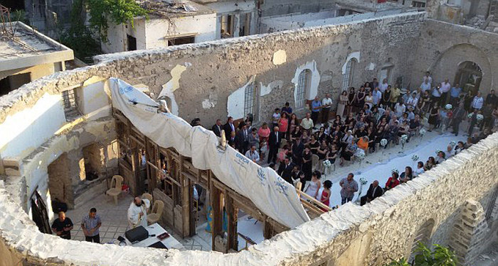 Syrian Couple Gets Married In War Torn Ruins (10 pics)