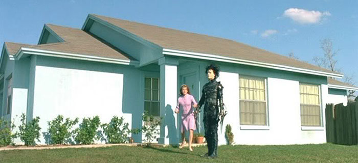 See What The Neighborhood From Edward Scissorhands Looks Like 25 Years Later (14 pics)