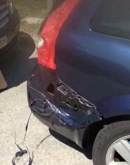 The Heatwave In Italy Is So Intense That This Car Started To Melt (5 pics)