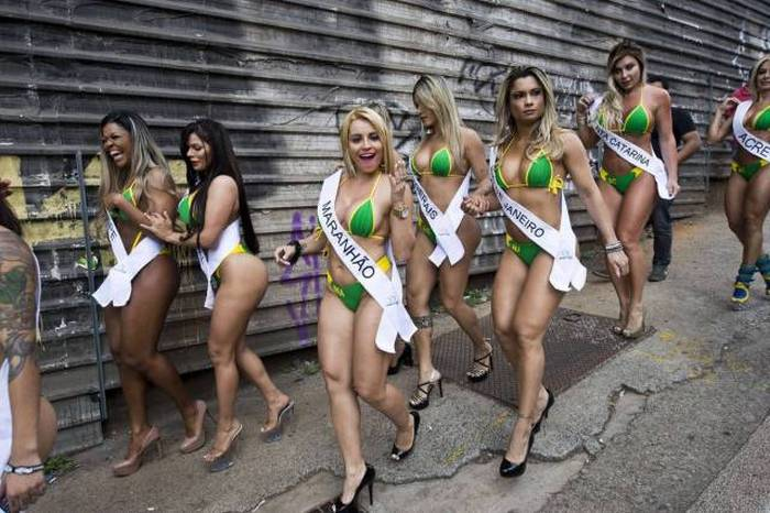 The Contestants Of Miss Bumbum 2015 Hit The Streets Of Brazil (25 pics)
