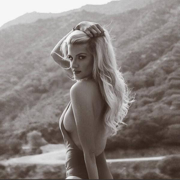 You Can't Stop These Sexy Ladies From Showing Off Their Sideboobs (57 pics)