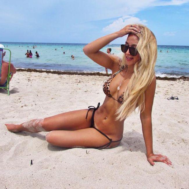 Hot Bikini Girls (39 pics)