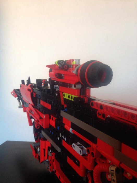 Man Builds Incredible Toy Gun Using Only Legos (12 pics)