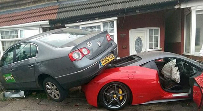 Man Rents Expensive Ferrari For A Wedding Then Crashes It (3 pics)