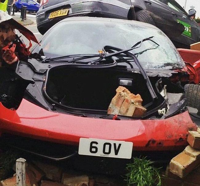 Man Rents Expensive Ferrari For A Wedding Then Crashes It (3 pics)