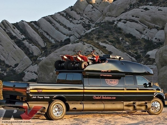 This Luxury Ford F-750 Is The Only Truck You'll Ever Need (13 pics)