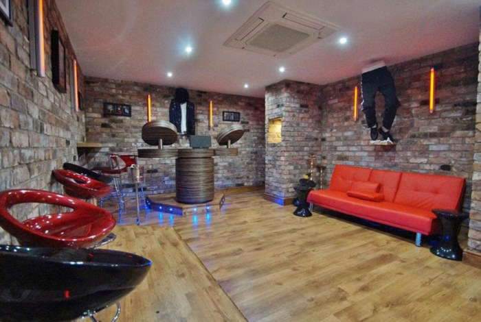 Manchester City Star Raheem Sterling's Mansion Is Now For Sale (19 pics)