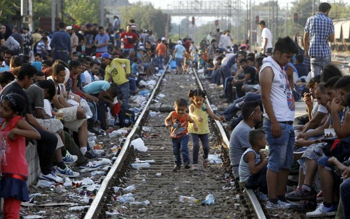 Migrants From The Middle East Pack This Train To Europe (30 pics)