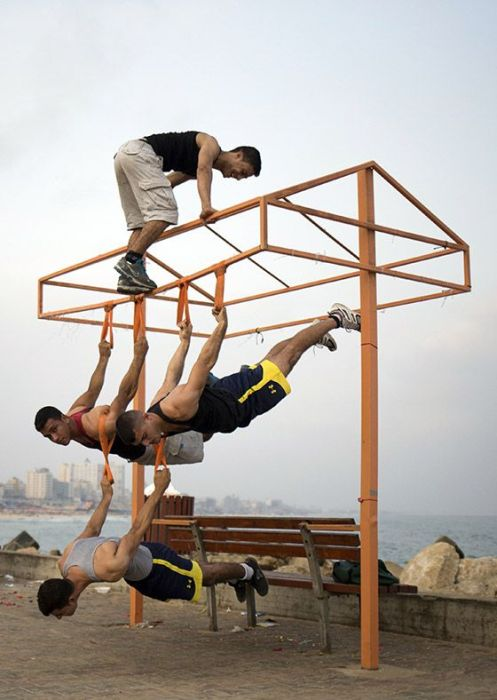 A New Gravity Defying Fitness Trend Is Taking Over The Streets Of Palestine (17 pics)