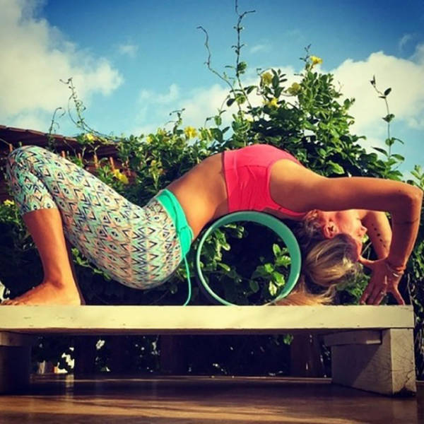Sexy Yoga (50 pics)