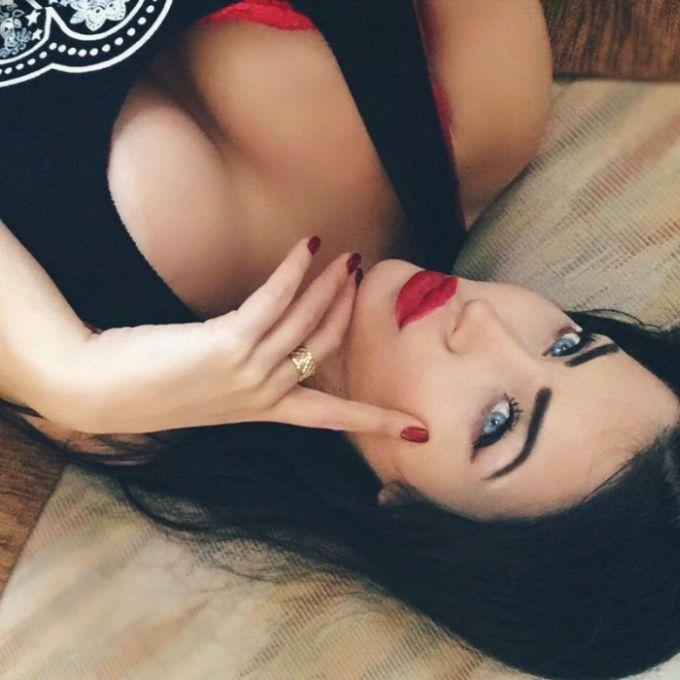 This 2015 Miss BumBum Contestant Looks A Lot Like Megan Fox (20 pics)