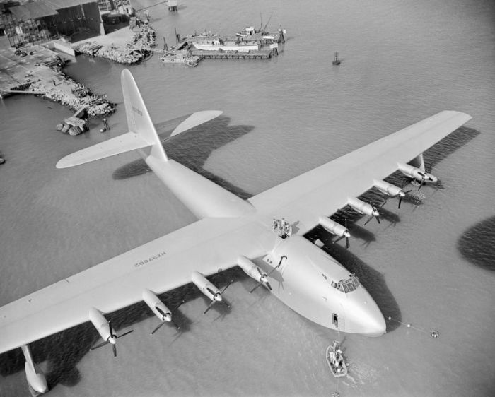 Howard Hughes' H-4 Hercules Is One Of The Most Impressive Planes Of All Time (18 pics)