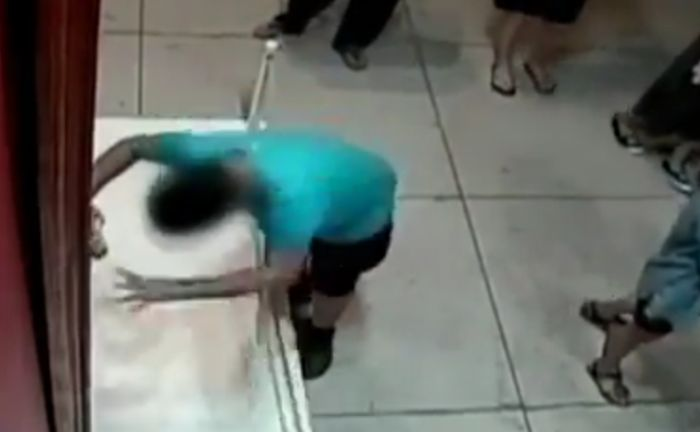 Boy Falls And Damages Expensive Picture At Museum (2 pics)