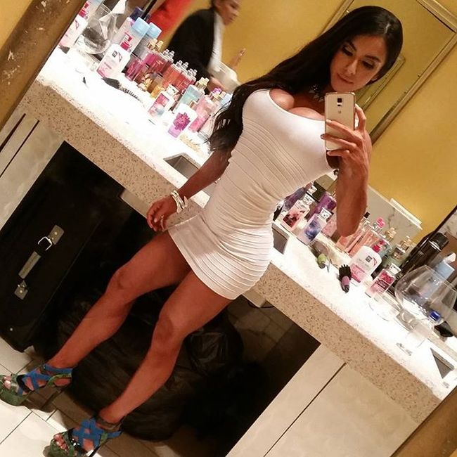 There's Nothing Better Than A Hot Girl That Knows How To Rock A Tight Dress (23 pics)