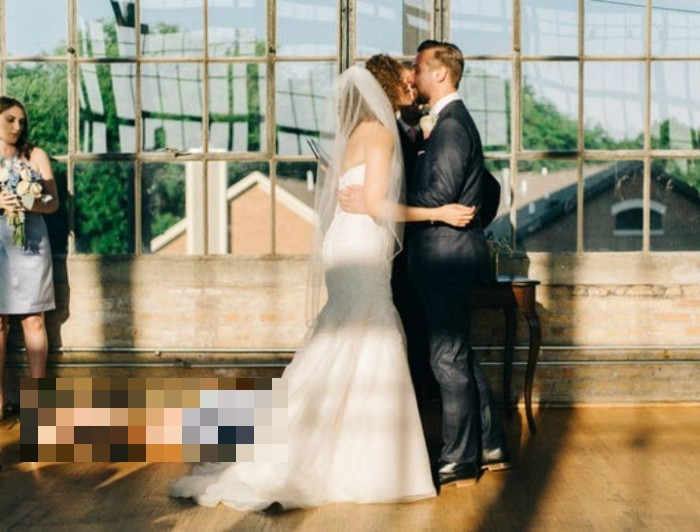 Funny Wedding Picture (2 pics)