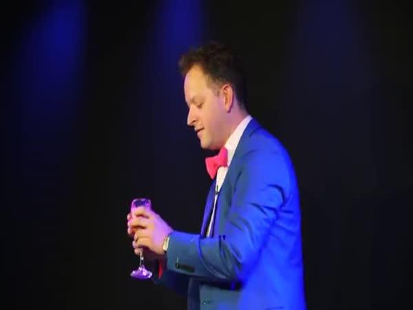 Magician Neil Henry