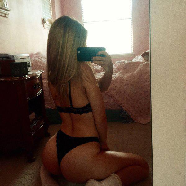 Girls Got Butts (54 pics)