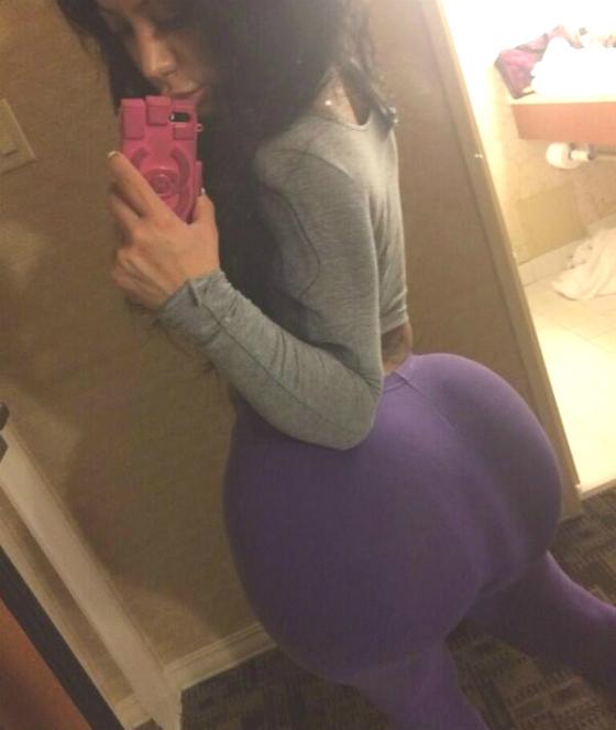 Fake Butts (16 pics)