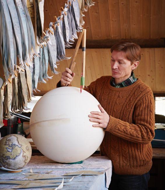 Unique Handmade Globes (24 pics)