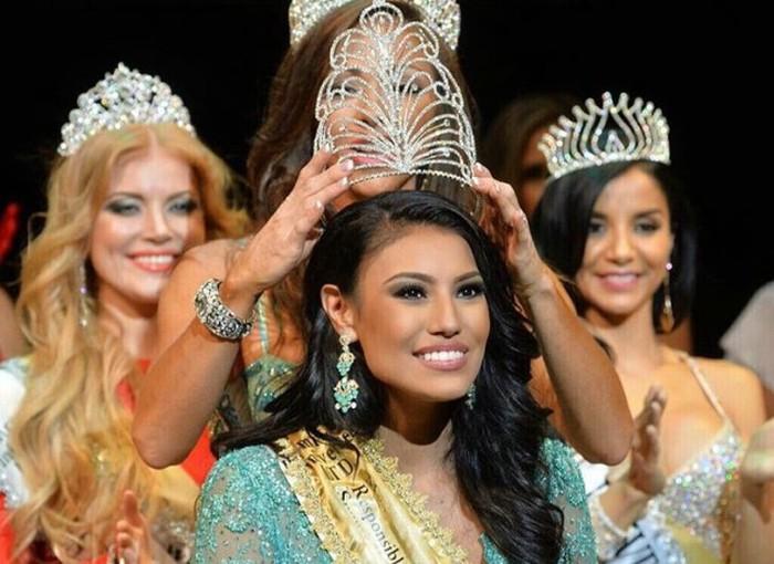Ashley Burnham From Canada Is Mrs. Universe 2015 (16 pics)