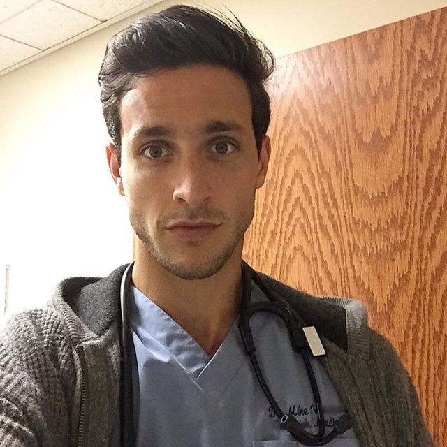 Hot Doctor Mike (20 pics)