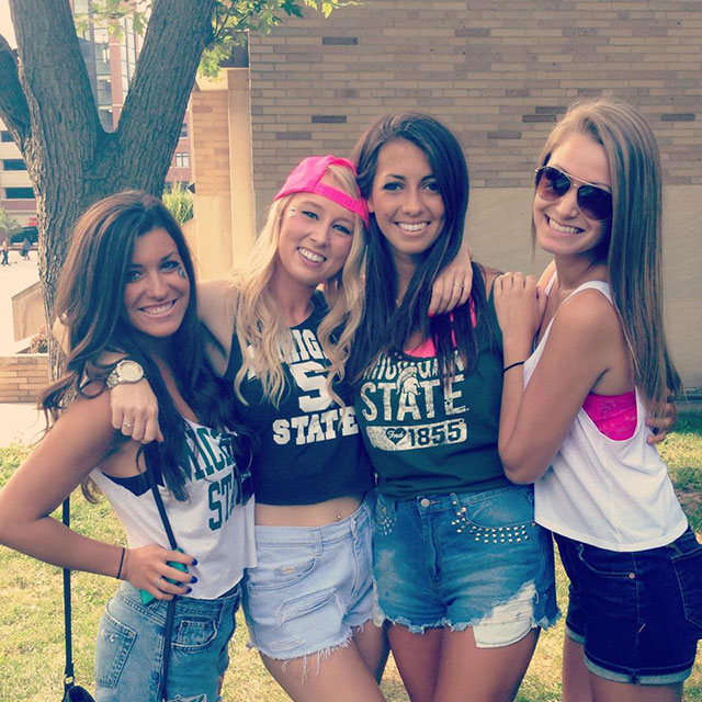 Cute College Girls (28 pics)