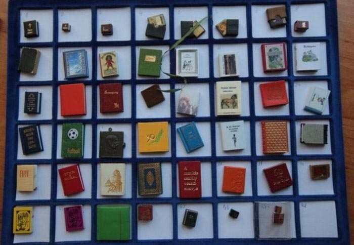Tiny Books (10 pics)