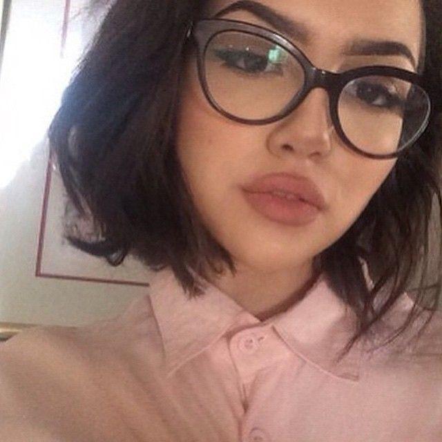 Hot Girls Wearing Glasses (30 pics)
