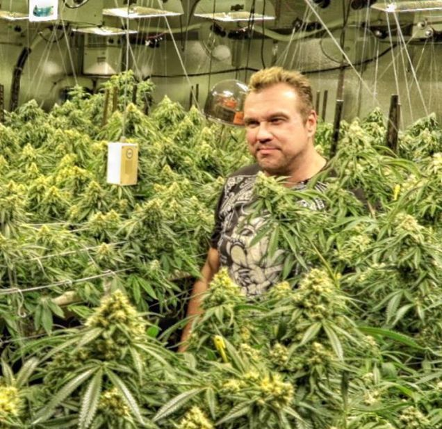 Big Mike Is The Multi-Millionaire Legal Marijuana Entrepreneur (21 pics)