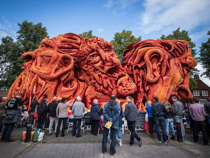 World's Largest Flower Parade In The Netherlands (14 pics)