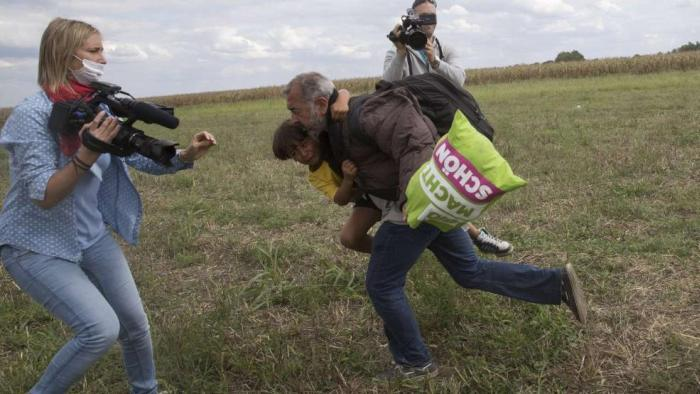Hungarian Journalist Fired After Kicking Refugees (2 pics + 2 video)