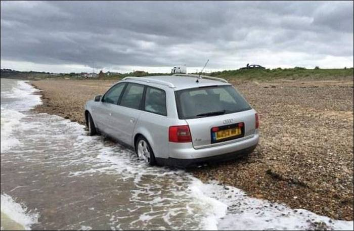 Bad Place To Park A Car (5 pics)