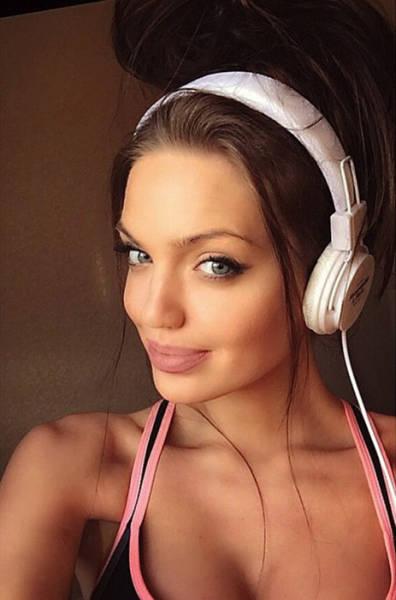 Chelsea Marr Is Angelina Jolie S Doppelganger 24 Pics