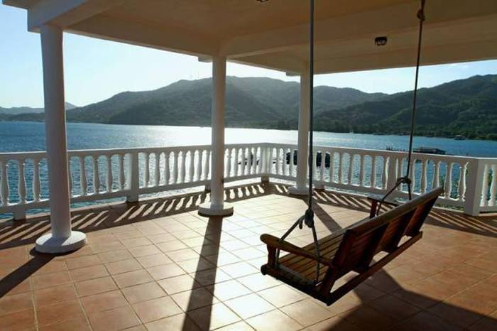 This Island Villa Is A Perfect Destination For Divers (16 pics)