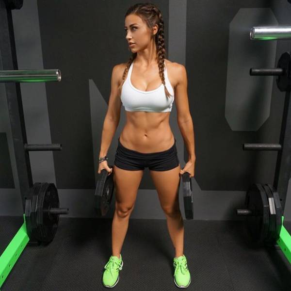 These Sexy Sporty Girls Know Exactly How To Pump You Up (46 pics)