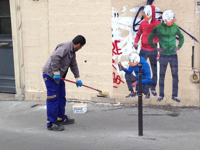 Street Cleaner From Paris Gets Turned Into Street Art (2 pics)