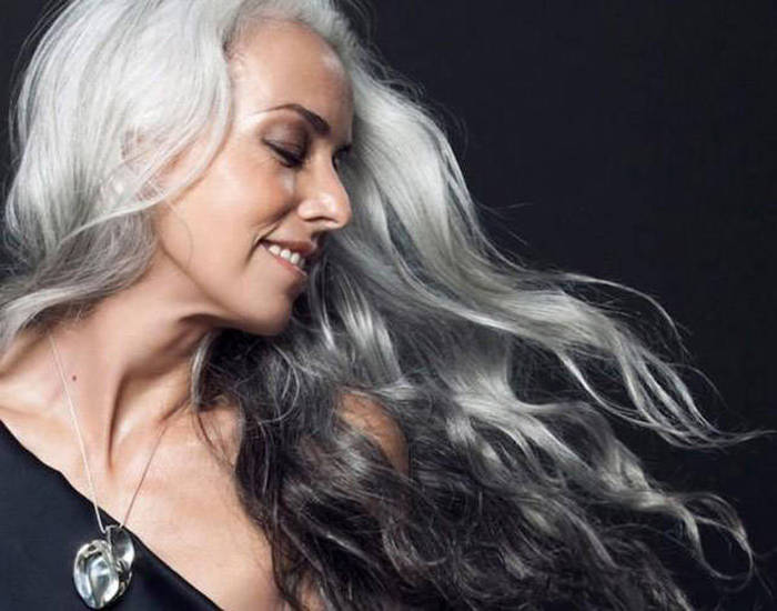 This Fashion Model Is Almost 60 And She Still Looks Stunning (20 pics)