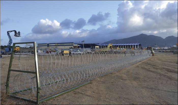 See The Mobile Barbed Wire Fence That Can Be Erected In No Time (5 pics)