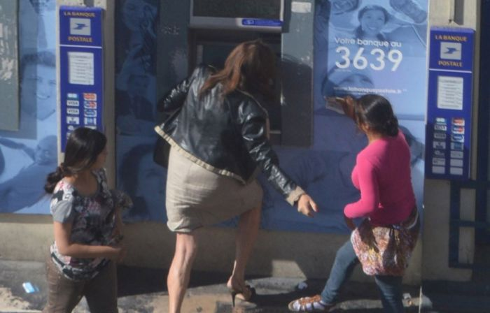 French Woman Gets Robbed At An ATM In Broad Daylight (10 pics)