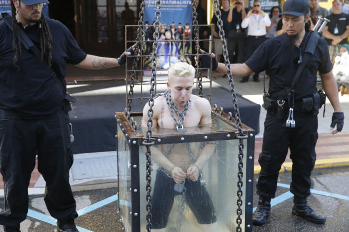 Stunt On The Criss Angel Show Sends Escape Artist To The Hospital (14 pics)