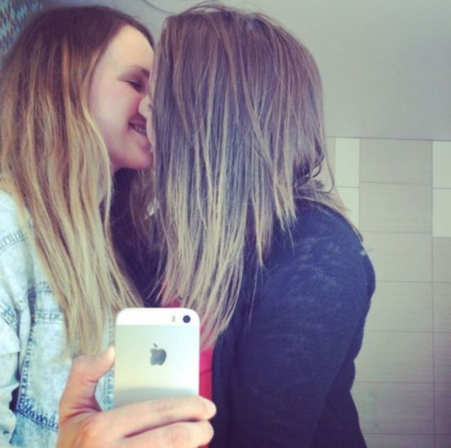 Girls Kissing Is A Beautiful Sight To See 22 Pics-8189