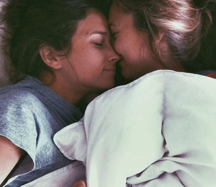 Girls Kissing Is A Beautiful Sight To See (22 pics)