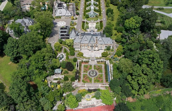 Long Island Mansion Inspired By The Great Gatsby On The Market For $100 Million (19 pics)