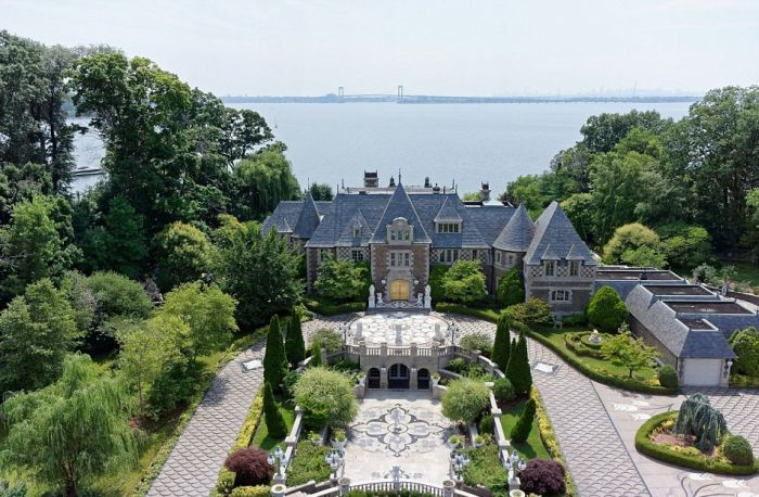 Long Island Mansion Inspired By The Great Gatsby On The